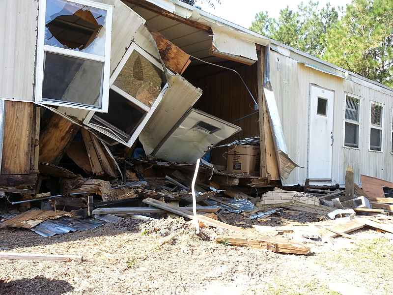 School Bus Crashes Into Mobile Home After Driver Falls Asleep Wistv